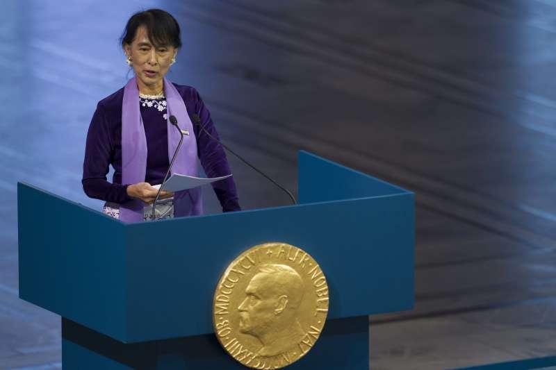 2012年6月,緬甸領導人翁山蘇姬領取她21年前獲得的諾貝爾和平獎(AP)