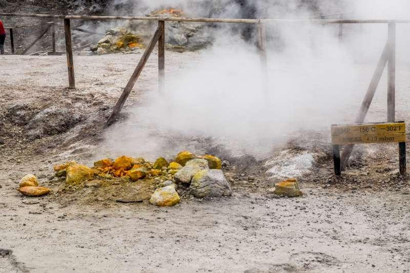 索爾法塔拉火山噴發的高溫氣體。(圖/DanielEnchev@Flickr/CCBY2.0)