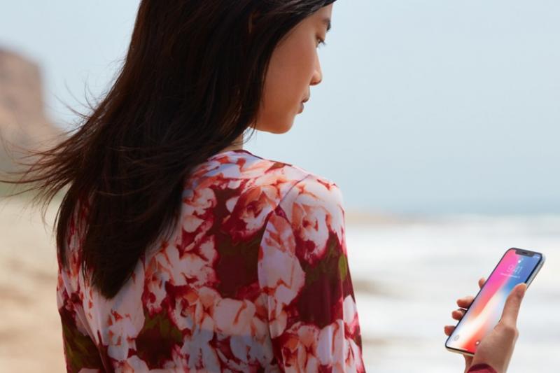 當穿戴裝置功能越來越齊全,智慧型手機是否會被時代淘汰呢?(圖/Apple,數位時代提供)