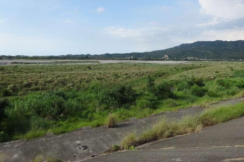 台中市府環保局加強大安溪河床的揚塵管理,已減少空氣汙染。(圖/台中市政府環保局提供)