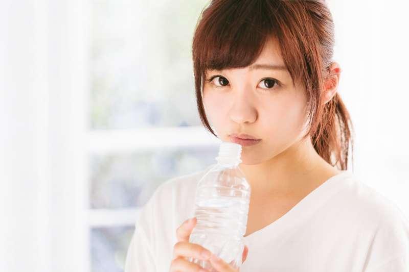 喝含有各種礦物質的機能水,真的會比較健康嗎?(示意圖/すしぱく@pakutaso)