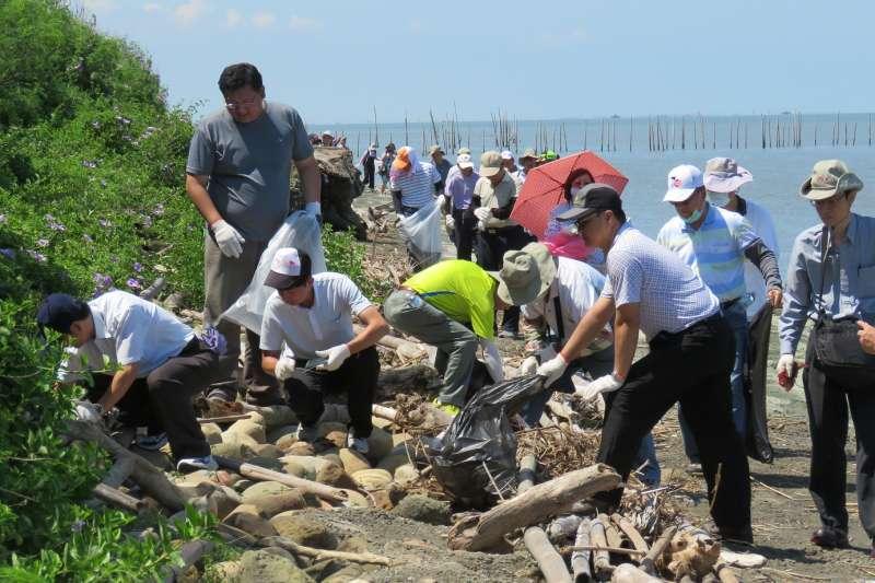 台糖揪團參與淨灘守護台灣行動。(圖/台灣糖業公司秘書處公關組提供)