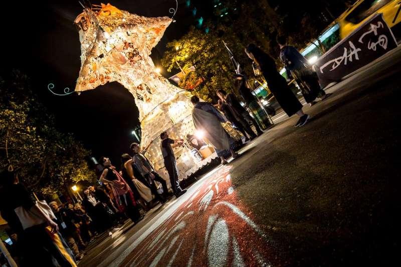 2017-10-09-野青眾於2016年跨年夜舉辦「百野繞境」藝術遊行05。(野青眾提供)