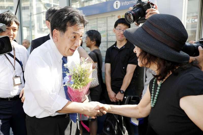 枝野幸男脫離民進黨另組立憲民主黨,與左派勢力結盟作戰。(美聯社)