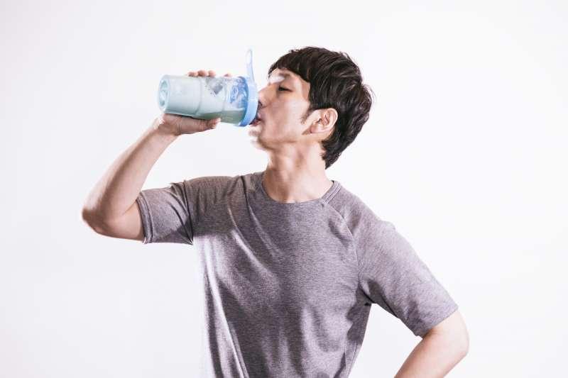喝運動飲料真的好嗎?(圖/すしぱく@pakutaso)