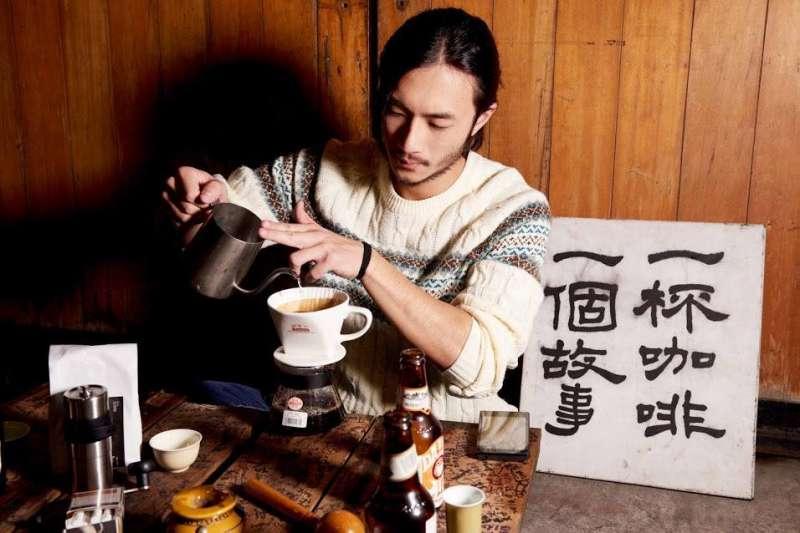 2017-10-12-莊奕凡離開學校後開始了一杯咖啡計畫。(一杯咖啡,一個故事提供)