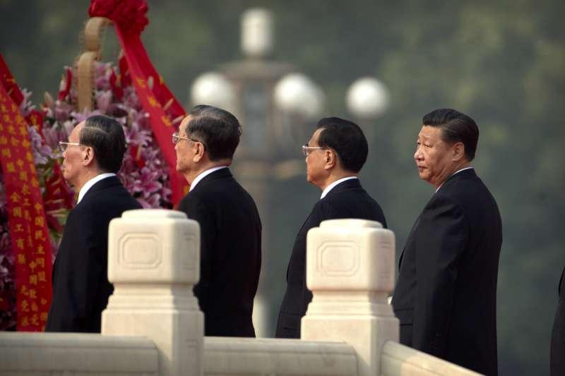 中共十九大前夕,領導階層聚會,右起:習近平、李克強、俞正聲、王歧山(AP)