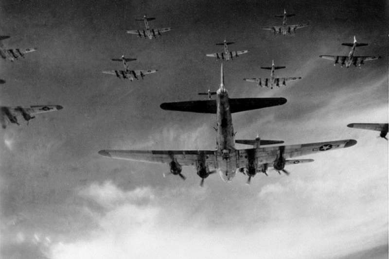 B-17轟炸機編隊。(圖/澎湃新聞提供)