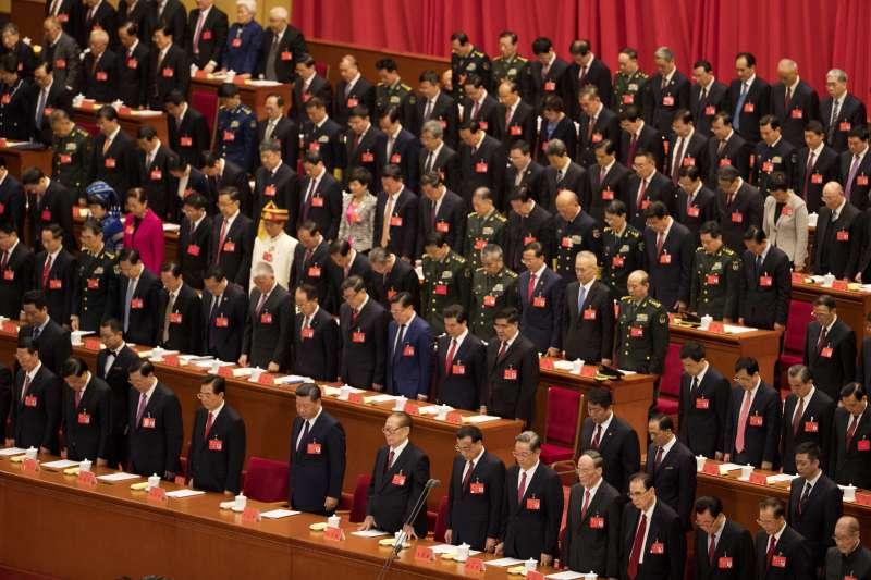 作者認為,北京要讓台灣回歸中國 ,在軍事選項嚴苛的條件下 ,只有經濟是唯一可能的路 。圖為中共十九大18日在北京人民大會堂召開。(AP)