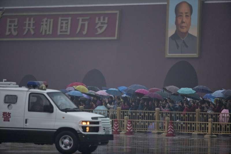 作者指出,到中國工作,必須要克服許多障礙。因為身分是台灣人,在教學上已經先被受教者們孤立了。接著,各學校黨部的統戰部門一定會積極管控你在課堂上的言行及日常生活中的交友往來紀錄。(資料照,AP)