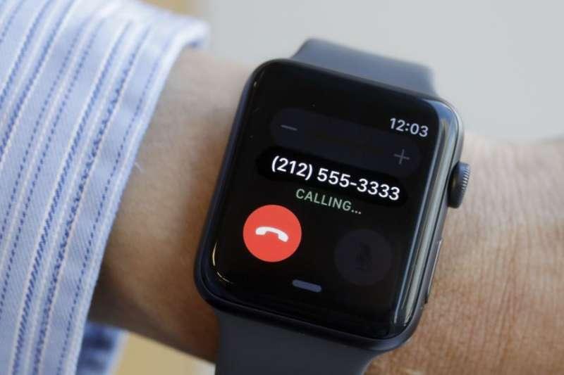 2017年9月15日紐約展出蘋果手錶。(美國之音)