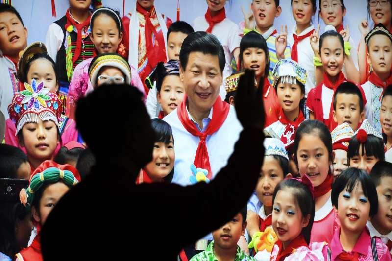 去年中國兩會召開全面宣揚習近平功績,今年即將召開的二中全會要修憲取消國家主席任期限制。(AP)