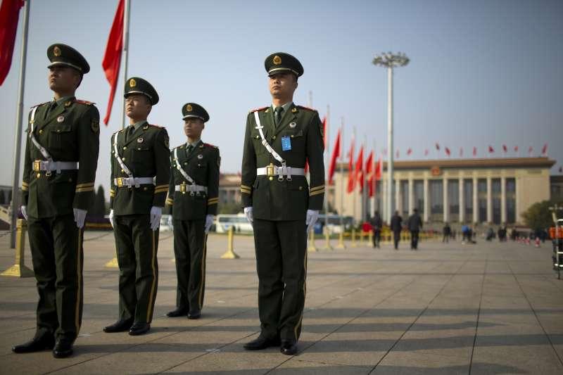 「習近平對中國傳統文化特別是儒家文化的選擇性利用,以及對民族主義和國家主義的瘋狂操弄,在凝聚民心、鞏固統治合法性和對外擴張方面都大有斬獲,也使得『潰而不崩』的中國成為百年來繼納粹德國和蘇俄之後,對人類近代形成的普世價值的最大威脅。」(資料照,美聯社)