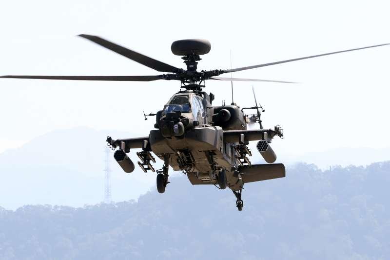 20171026-陸軍航空601旅上午舉行營區開放預演活動,邀請媒體採訪。圖為AH-64E阿帕契攻擊直升機進行動態操演。(蘇仲泓攝)