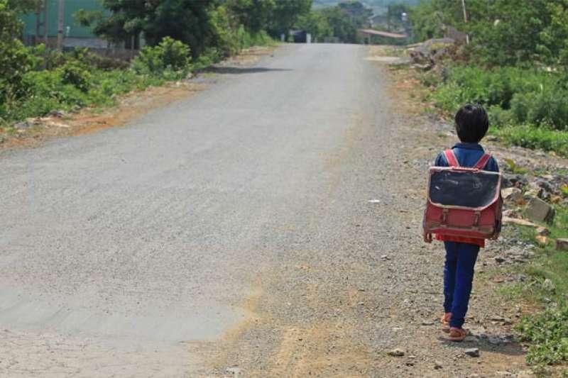 「教育可以翻轉人生,但如果教育資源分配不公平,卻會對偏遠地區學生的受教權造成明顯不利的影響。」(示意圖,翻攝自youtube)
