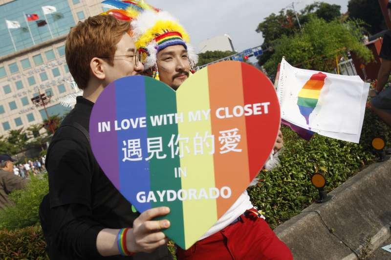 2017年10月28日,台灣同志遊行Taiwan LGBT Pride。2017年大法官釋字748號保障同性伴侶結婚的權利,讓台灣在國際舞台發光。(AP)