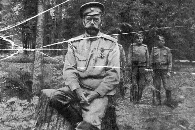 """今年适逢俄罗斯""""十月革命""""一百周年纪念日,大量珍贵黑白照释出,让世人得以窥见当时的革命氛围,沙皇尼古拉二世。(AP)"""
