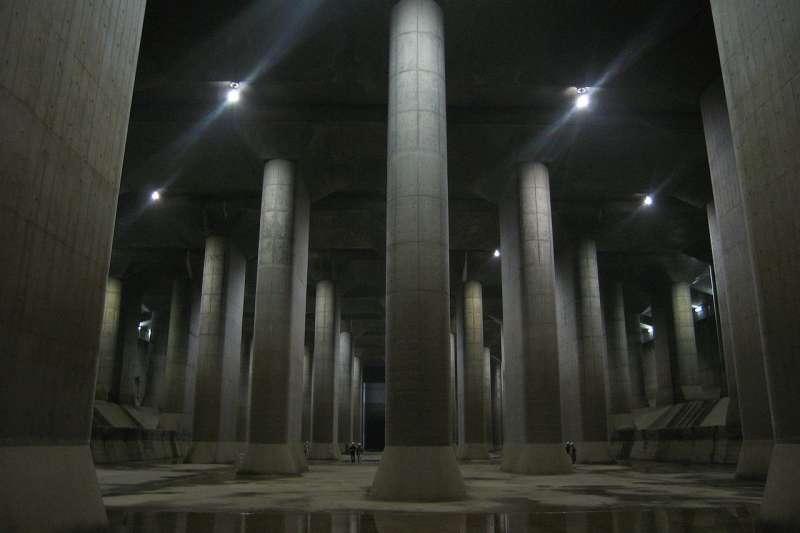 東京的防洪地下神殿,首都圈外郭放水路。(Dddeco at ja.wikipedia@wikipedia/CC BY-SA 3.0)