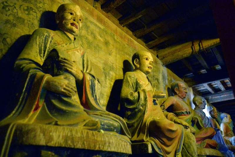 甘肅張掖西夏國寺大佛殿的十八羅漢彩繪泥塑(新華社)