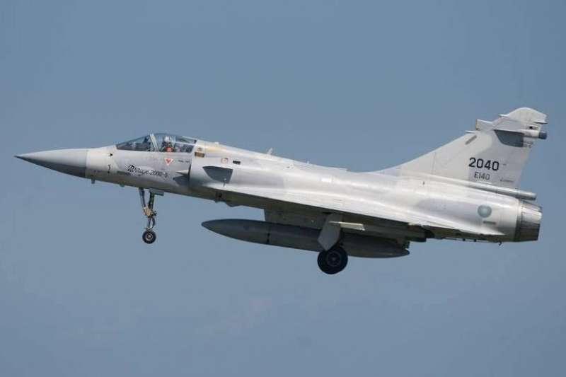 空軍14日晚間表示,幻象戰機已完成全機隊特檢任務,將恢復戰訓任務。(取自臉書粉專國防部發言人)