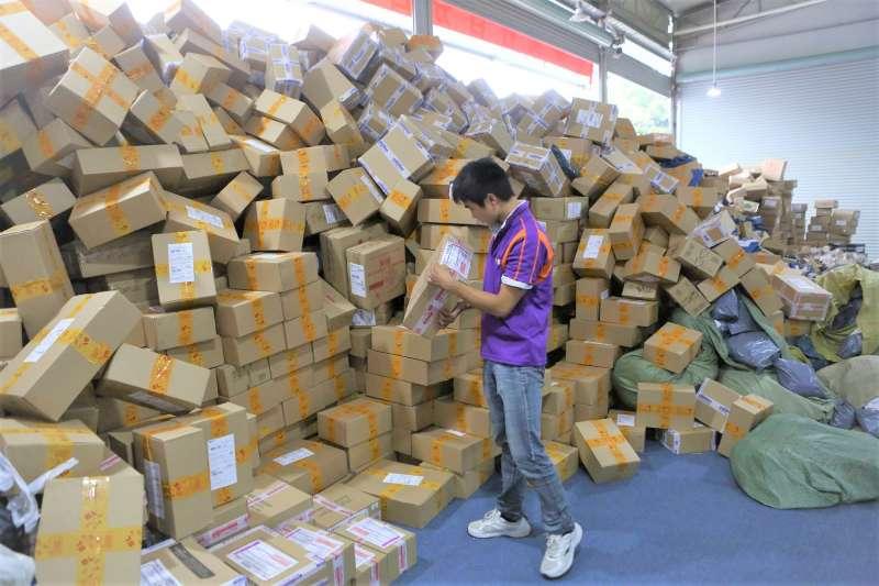 雙十一剛過,也在台灣產生一日激增的網購流量,究竟雙十一這節日是怎麼被設計出來的呢?(圖/CGTN@facebook)