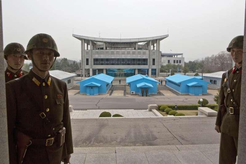 南韓與北韓38度線交界處的板門店,北韓士兵(AP)