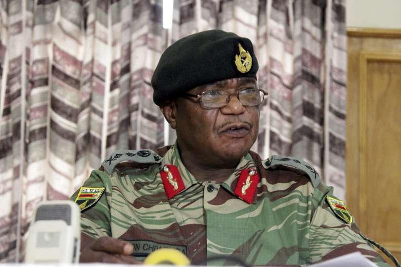 2017年11月15日,非洲國家辛巴威疑似發生軍事政變,陸軍司令齊溫加(Constantino Chiwenga)下令部隊進駐首都哈拉雷,佔領國營電台(AP)