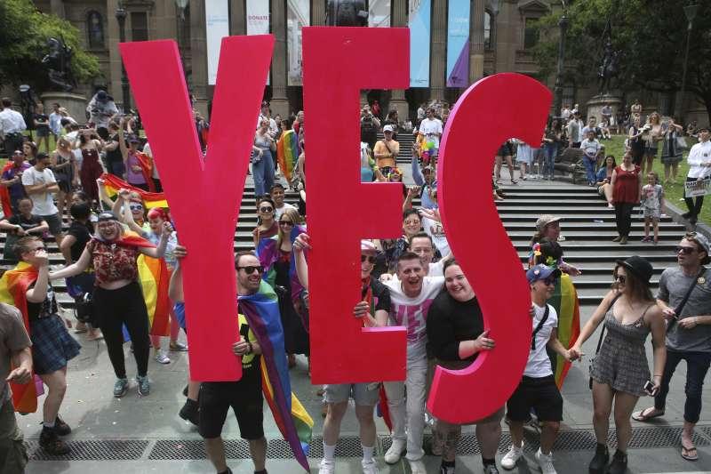 2017年11月15日,澳洲同性婚姻合法化公投結果出爐,超過6成民眾力挺同婚,澳洲可望成為「彩虹國度」(AP)