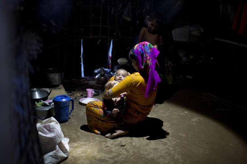 圖非當事人,緬甸軍方為了強迫羅興亞人離開家園,以強暴做為戰爭武器,被緬甸軍強暴的婦女不計其數。(美聯社)