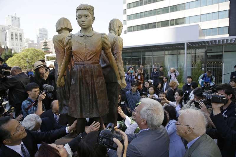 舊金山政府接收民間團體捐贈的慰安婦紀念雕像,引來日方強烈反彈。(美聯社)