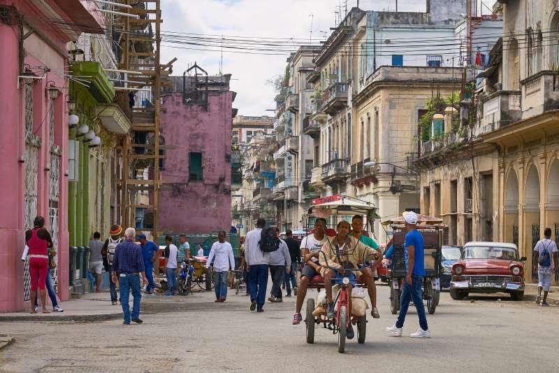 在全世界網路普及率最低的古巴,網路是比黃金還要珍貴的奢侈品。(圖/Pedro Szekely@flickr)
