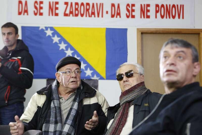 在「雪布尼查大屠殺」中犯下戰爭罪的前南斯拉夫指揮官普拉里亞克服毒自盡,收看轉播的民眾大驚。(美聯社)
