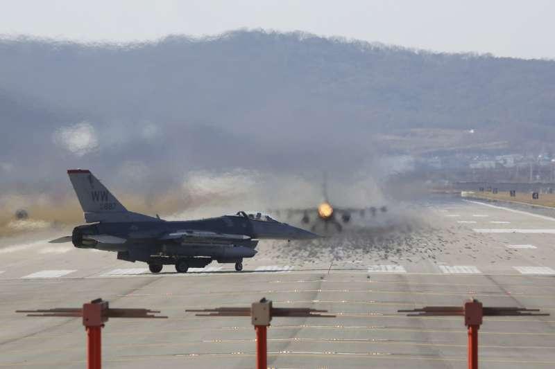 2017年12月4日,美軍F-16戰隼式(F-16 Fighting Falcon)戰機參加「警戒王牌」(Vigilant Ace)美韓聯合軍演(AP)