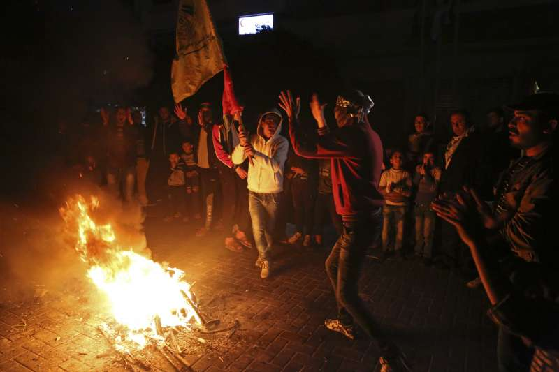 加薩走廊的巴勒斯坦7日舉行反美抗議。(美聯社)