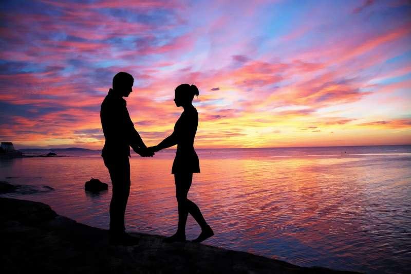 依衛生福利部2017年最新統計,結果以離島親密關係暴力占家庭暴力63.5%比例最高。(資料照,取自pixabay)