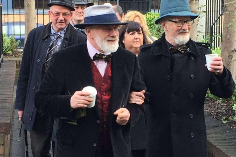 愛爾蘭兩位老者共結連理,但他們卻不是同性戀者(Twitter)