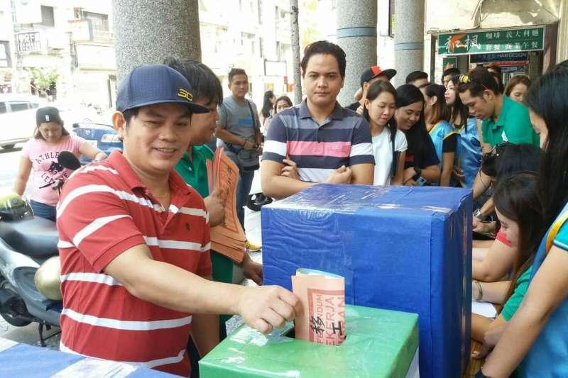 台灣國際勞工協會專員許惟棟表示,外籍勞工應有投票權,「如果一群人是共同在這一塊土地上生活,他們就應該要有對當地政治的決定權利。」(資料照,台灣國際勞工協會提供)