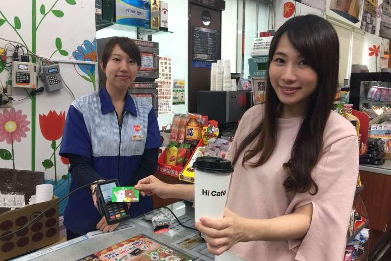 中國信託商業銀行攜手萊爾富便利商店合作,全面鋪設新式電子簽名板刷卡設備(圖/中國信託)