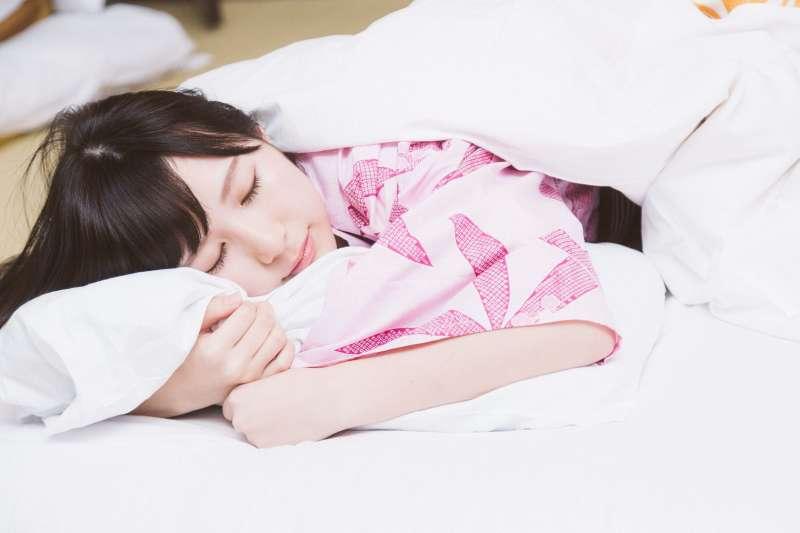 避免NG睡姿,提升睡眠品質。(示意圖/Pakutas)