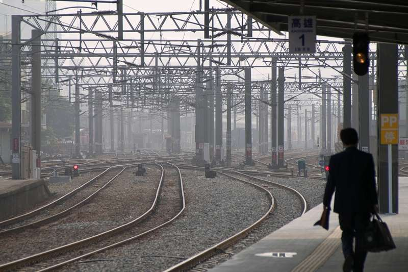 列車長雖然是公職,但工作內容卻不如一般人對公職的想像那樣輕鬆;想要鐵的飯碗,也要有鐵打的身體...(圖/Fox Kisaraki 提供)