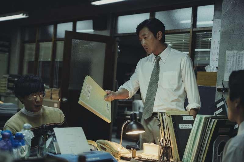 南韓首爾地檢署檢察官崔桓(河正宇飾)(車庫娛樂提供)