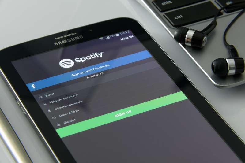 音樂串流平台Spotify被控侵權,遭罰476億台幣。(圖/pixabay)