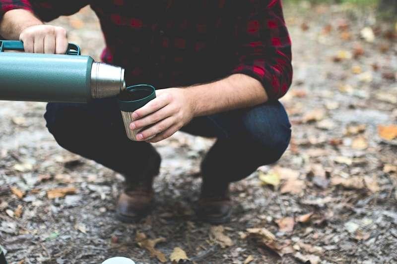 保溫杯到底能不能放入茶葉、咖啡等飲料?(圖/pixabay)