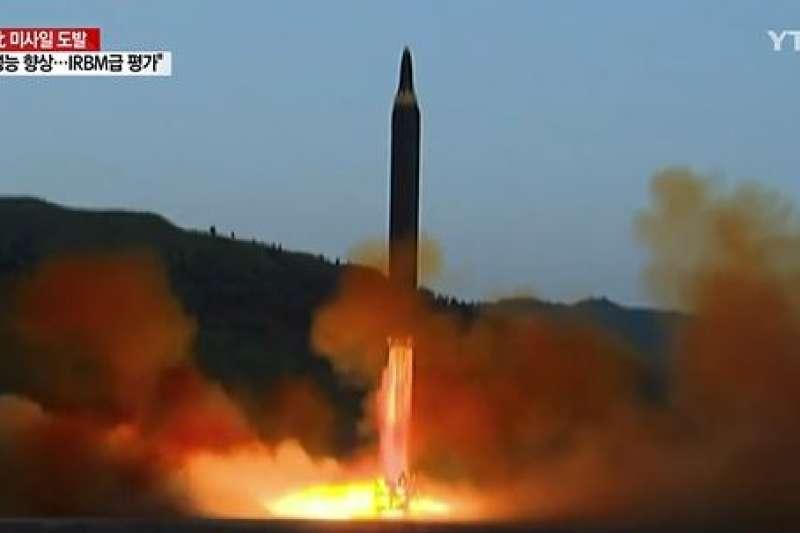 北韓於去年4月多次試射火星12型飛彈,皆以失敗收場。(翻攝影片)