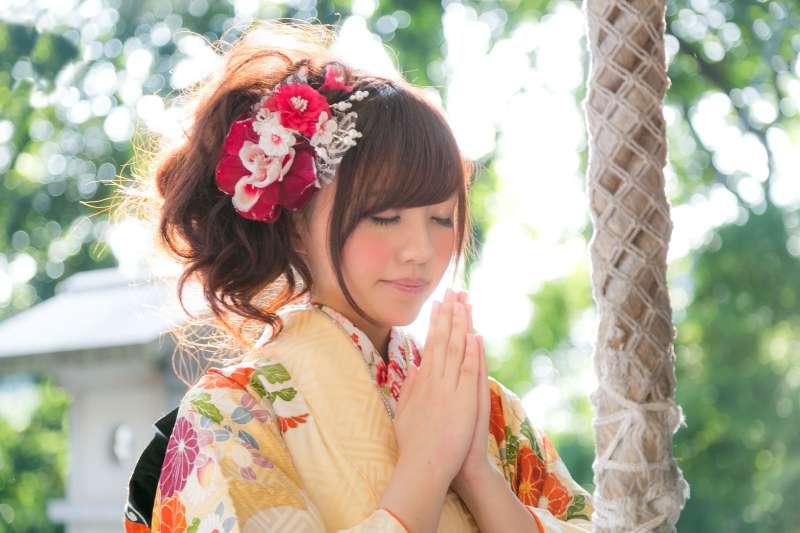 從神社、寺廟獲得御朱印,已成為近年來日本女孩們最熱衷的旅行珍藏。(示意圖/すしぱく@pakutaso)