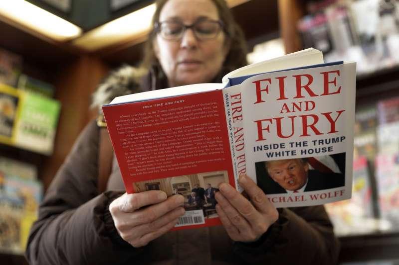 《烈焰與怒火:川普白宮內幕》一上市就登上暢銷排行榜冠軍(AP)