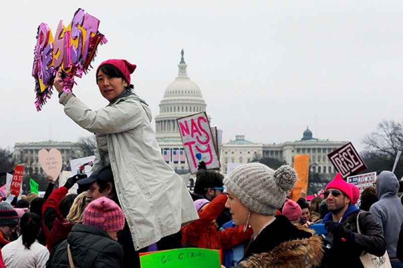 2017年,美國華盛頓、紐約等多地爆發有史以來最大規模婦女遊行。(圖/視覺中國 資料|澎湃新聞提供)