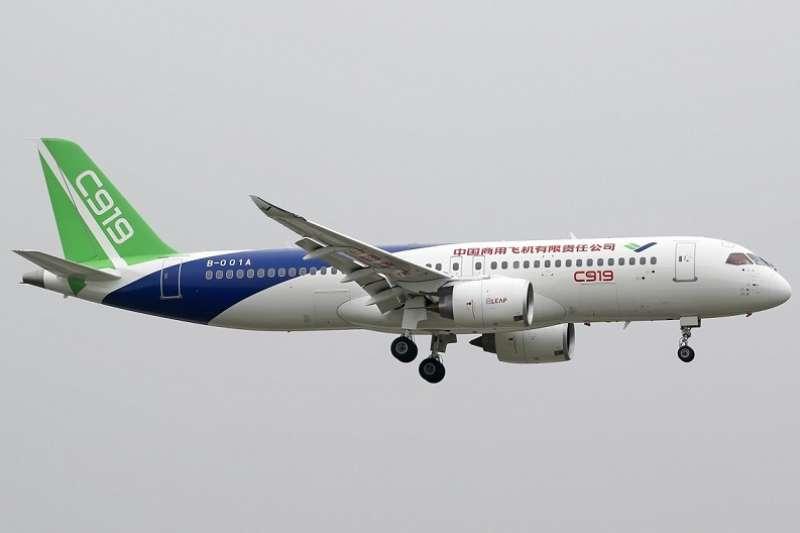 中國片面啓用M503航線。圖為中國商用飛機C909。(airliners.net ∕維基百科)