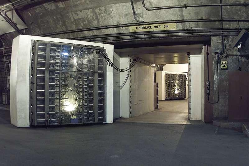 美軍夏延山綜合設施重達25公噸的防爆門。(維基百科/公有領域)