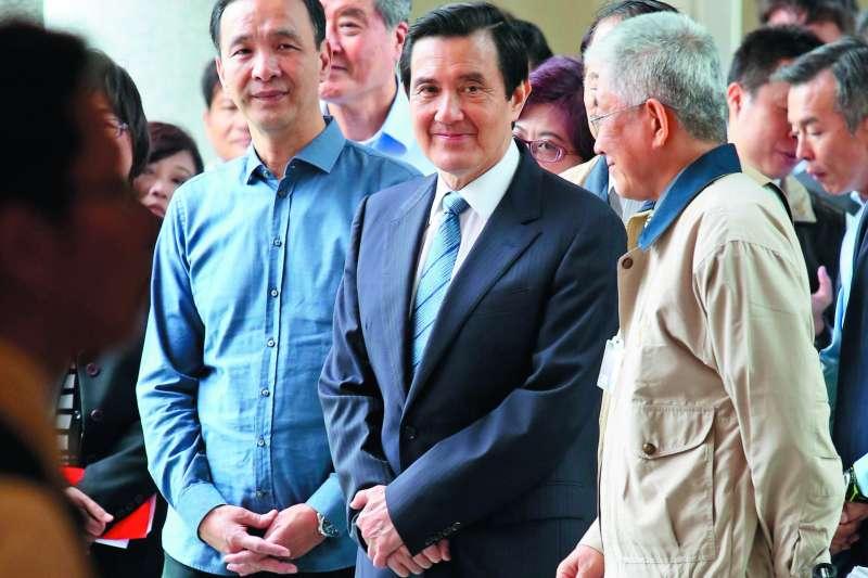 朱立倫(左一)在馬英九(左二)遇到司法麻煩時,不吝給予溫暖。(新新聞資料照)